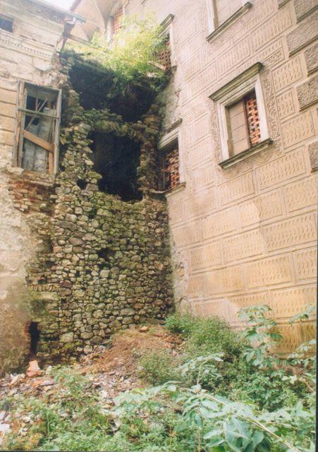 Agonia Pałacu Gorzanowskiego, Zniszczenia skrzydła południowego, Autor: R. Duma, 04.08.2004r.