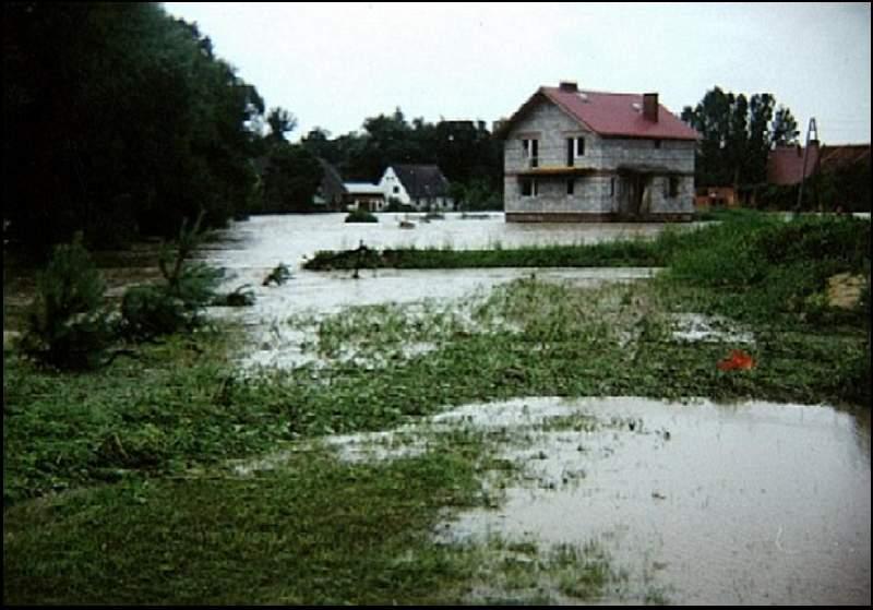 Widok sprzed mostu na ul. Polną, 07.1997r.
