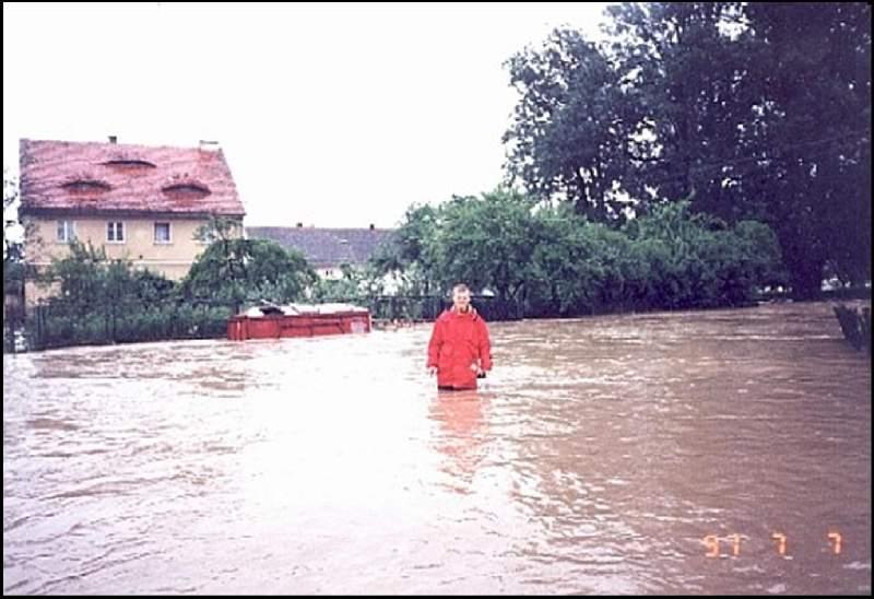 W tle budynek starej Poczty, Autor: M. Bernacki, 07.07.1997r