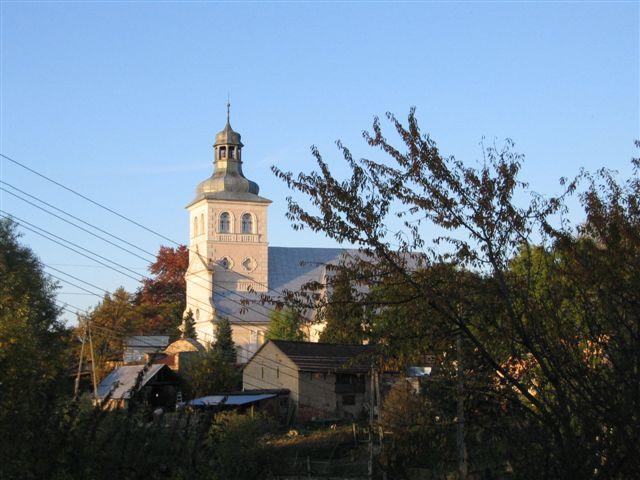 Widok na  kościół parafialny, Autor: M. Szwabińska, 11.10.2008r.