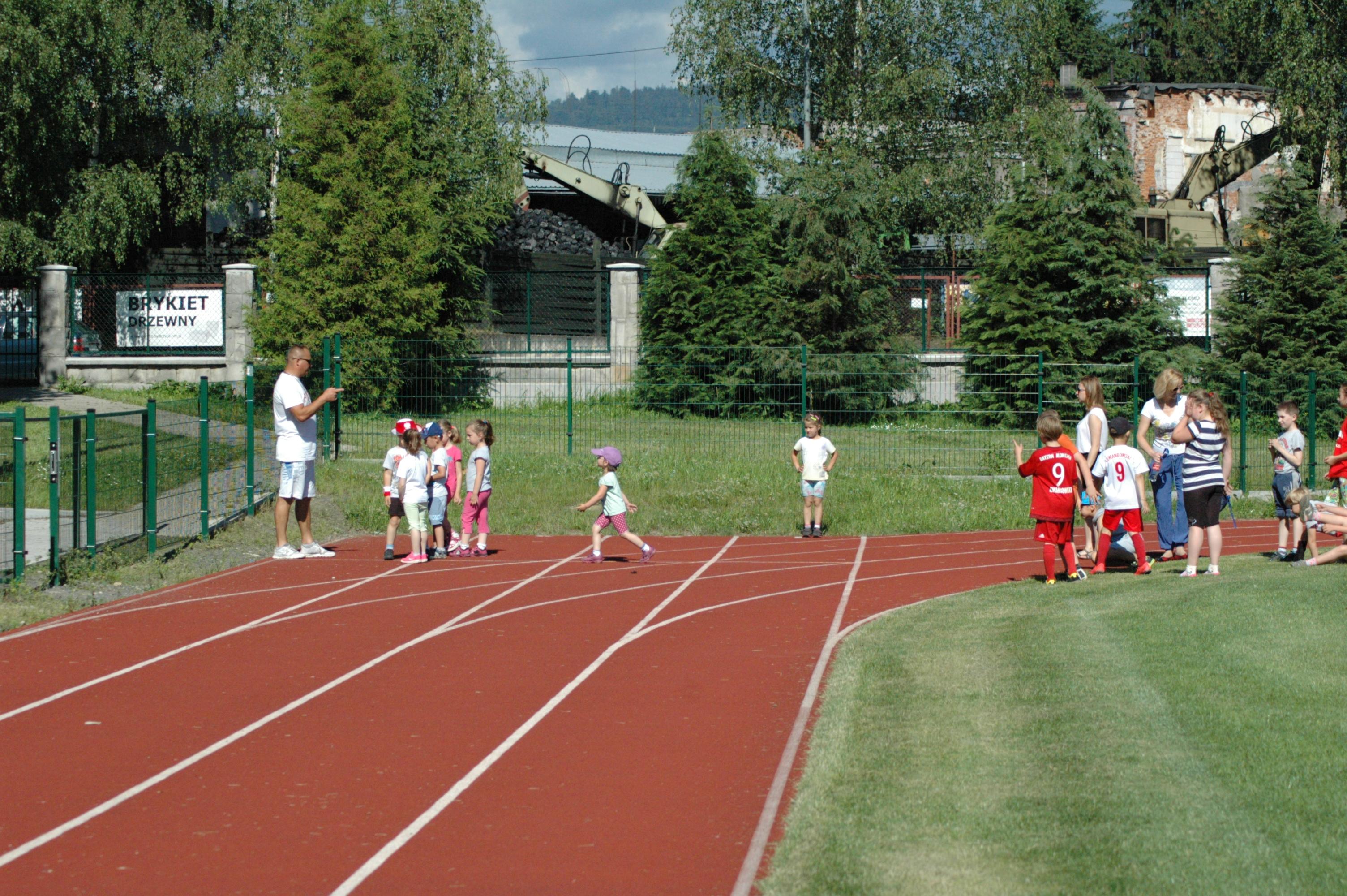 Wycieczka BP i klas I-III do Bystrzycy Kłodzkiej, Bieg na 100m, Autor: M. Biernat, 22.06.2016r.