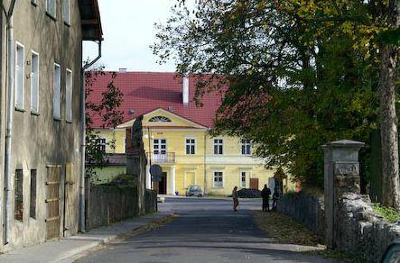 Widok z ul. Podzamcze na Dom Kultury