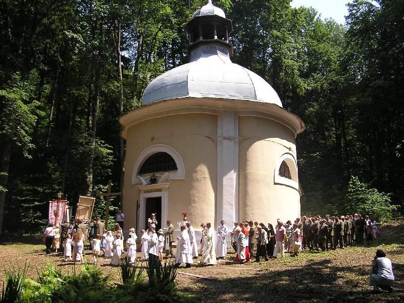 Odpust św. Antoniego, Procesja wokół Kaplicy św. Antoniego,  Autor: R. Duma, 25.06.2006r.