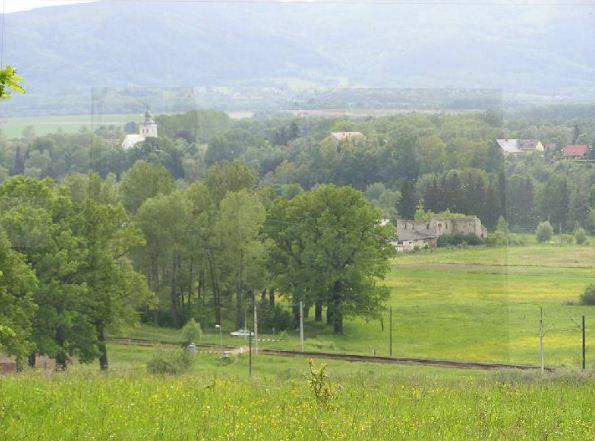 Widok na wieżę kościelną, Dwór Raczyn oraz Aleję Dębową