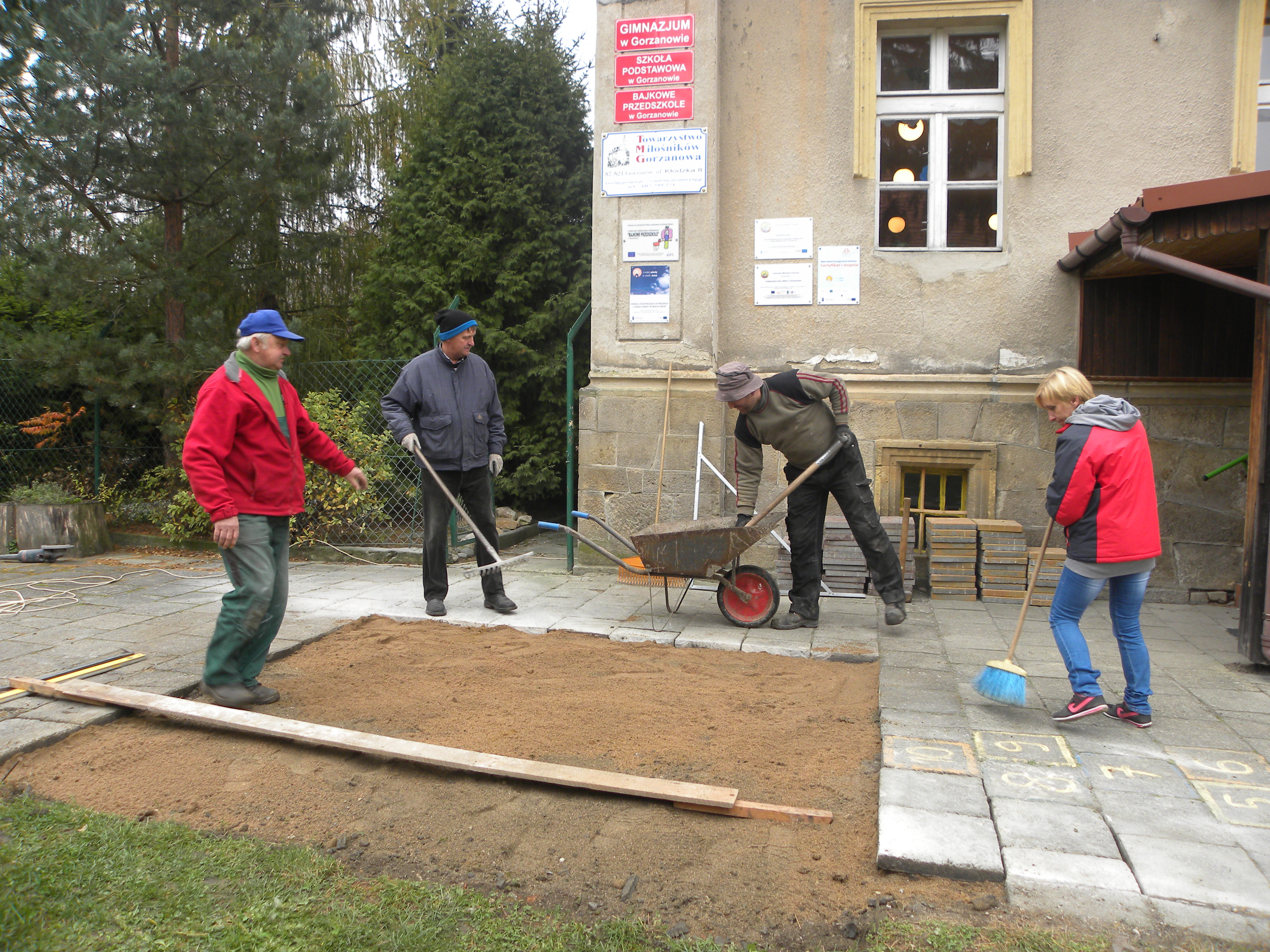 Szachownica przed szkołą, Autor: A. Chabło, 14.11.2014r.